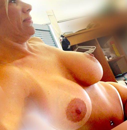 telephone rose cougar blonde gros seins nus salope au tel
